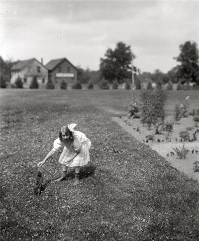 Shorpy_crow_girl_1910