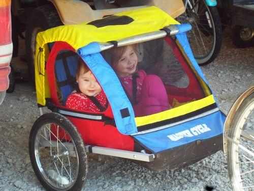 BikeTrailerSisters2