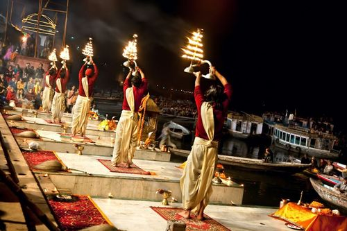 Aarti-on-ganges-river-varanasi-india+1152_12952394196-tpfil02aw-20102
