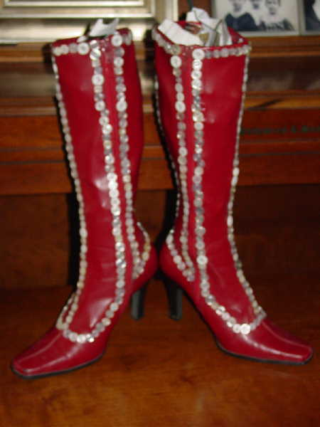 Red_buttonboots_1_2